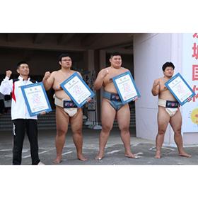 相撲の成年男子で新潟が団体と個人の2冠